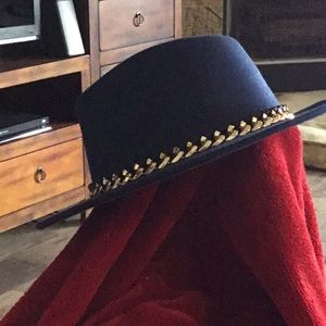 Boutique Accessories - NEW Hat Fedora Gypsy Boho Chic Gold Chain Trim